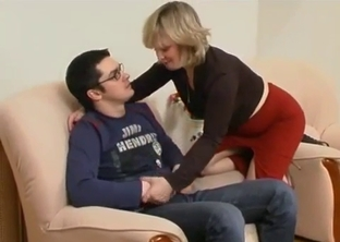 Nerd gets easily seduced by his hot mommy