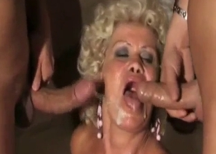 Tanned mommy spit-roasted on a bed